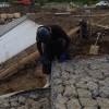 フトン籠設置作業、河川工事、土の中に盛り込むことにより、土の土留めの役割と河川の水の流れをくいとめたり、砂防での土砂崩れなどの防止に役立っています。